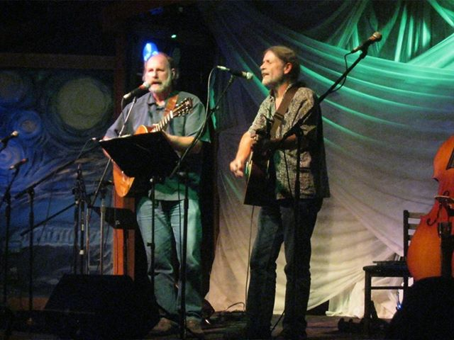 Steven Gibson (left) and Kenneth Zimmerman (right) performing as Cross Current.